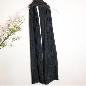 H&M   NWT Gray Knit Scarf